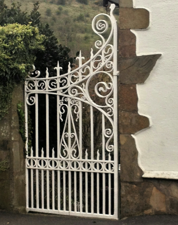 antique-gates-left