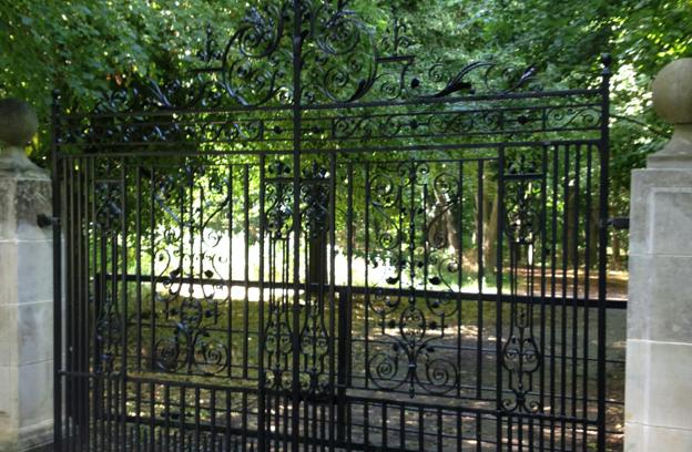 antique-gates-right